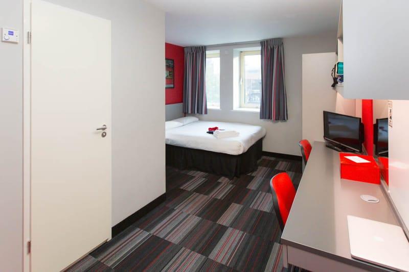 Study-Inn-175-Corporation-Street-Bedroom-2-Unilodgers