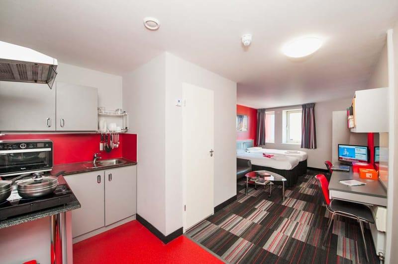 Study-Inn-175-Corporation-Street-Bedroom-Unilodgers