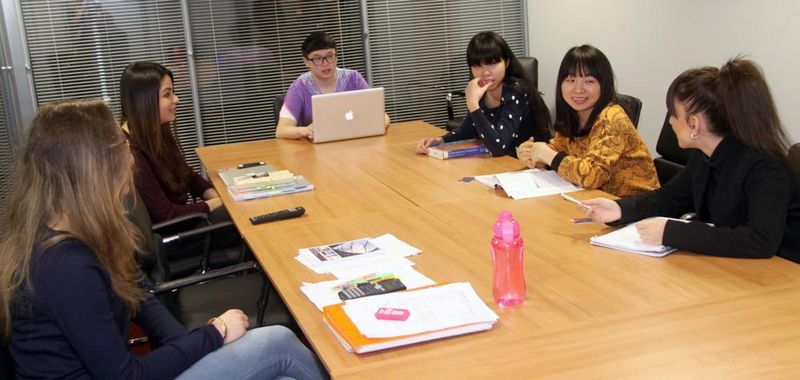 Study-Inn-175-Corporation-Street-Conference-Room-Unilodgers