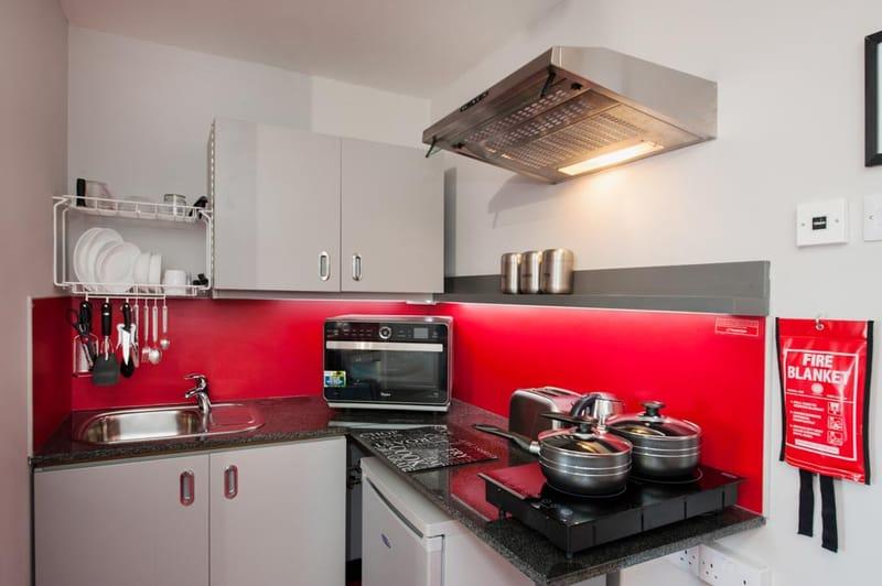 Study-Inn-175-Corporation-Street-Kitchen-Unilodgers