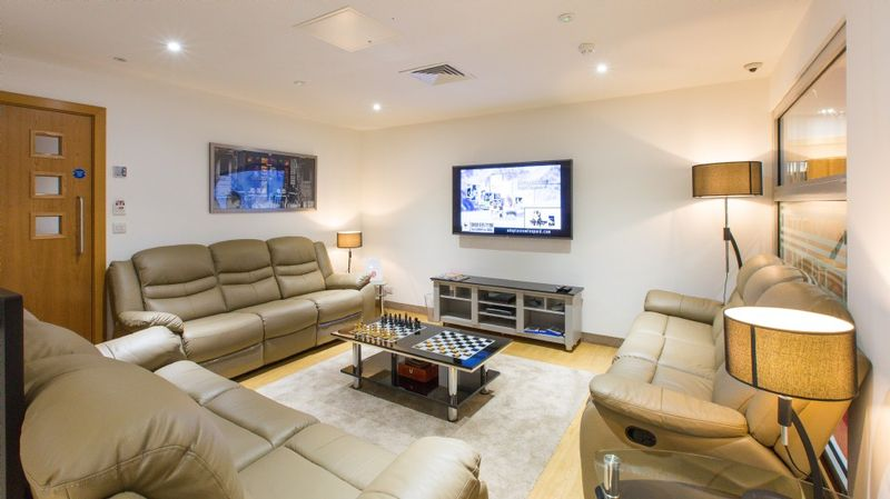 Study-Inn-Bristol-Shared-Living-Area-Unilodgers (1)