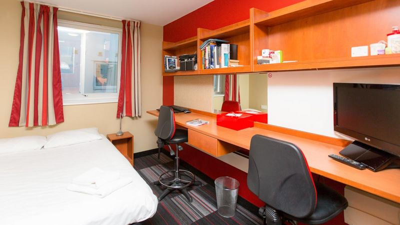 Study Inn Trinity Street-Coventry-Bedroom-Unilodgers
