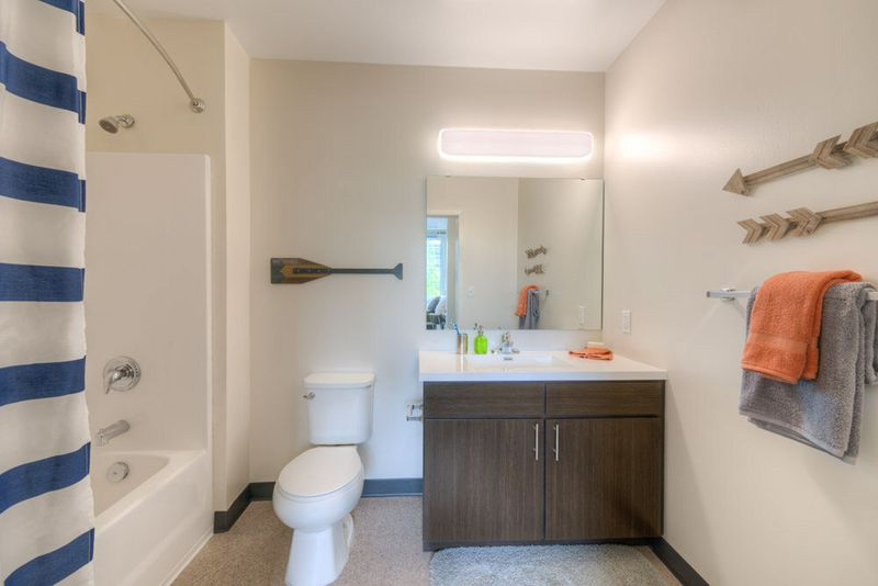 The-Edge-On-Euclid-Cleveland-OH-Bathroom-Unilodgers