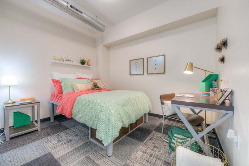 The-Edge-On-Euclid-Cleveland-OH-Bedroom-2-Unilodgers