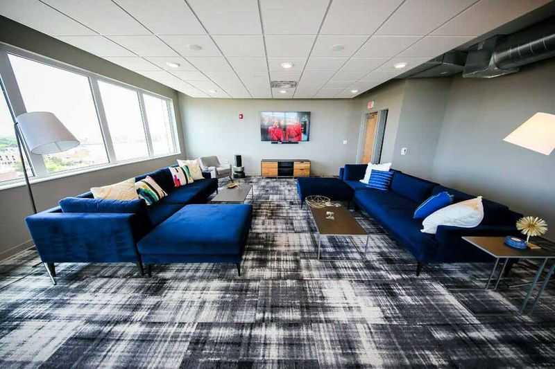 The-Edge-On-Euclid-Cleveland-OH-Common-Room-Unilodgers