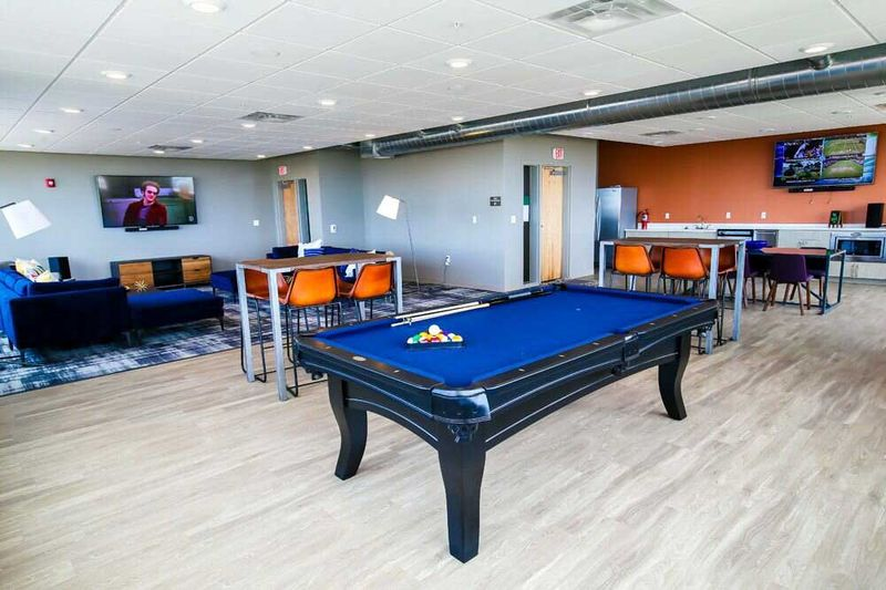 The-Edge-On-Euclid-Cleveland-OH-Pool-Table-Unilodgers