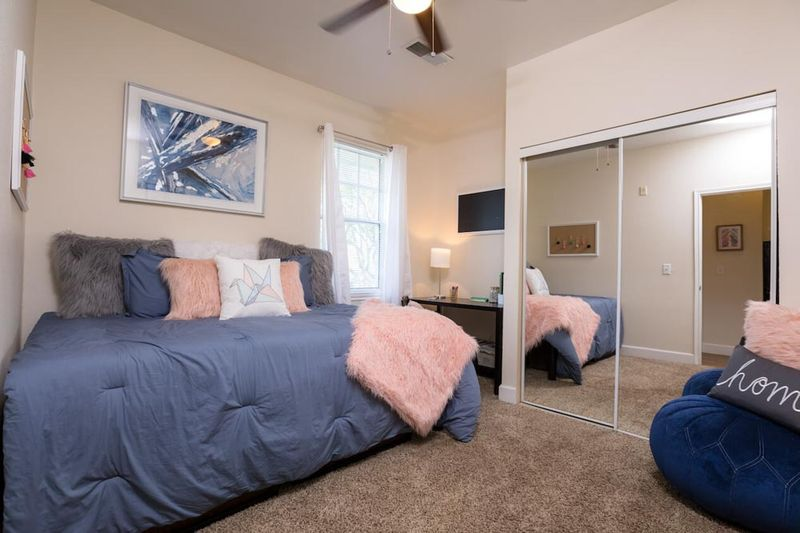 The-Edge-San-Marcos-TX-Bedroom-Unilodgers