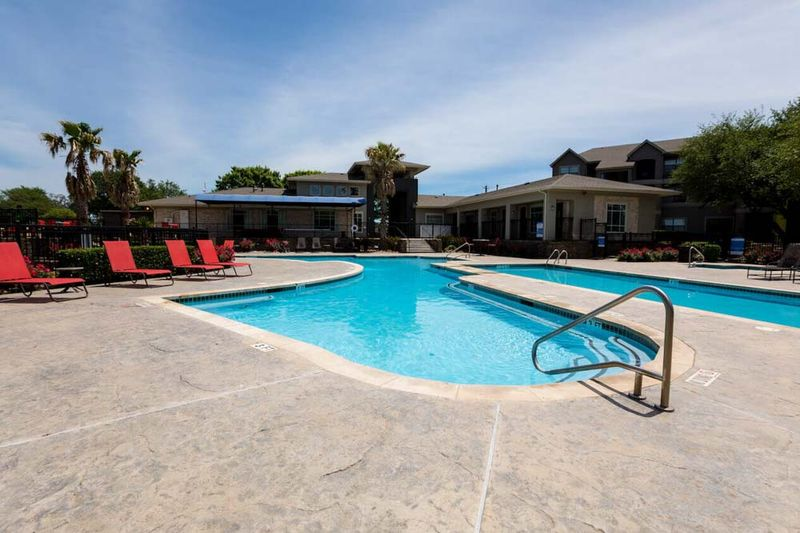 The-Edge-San-Marcos-TX-Swimming-Pool-Unilodgers