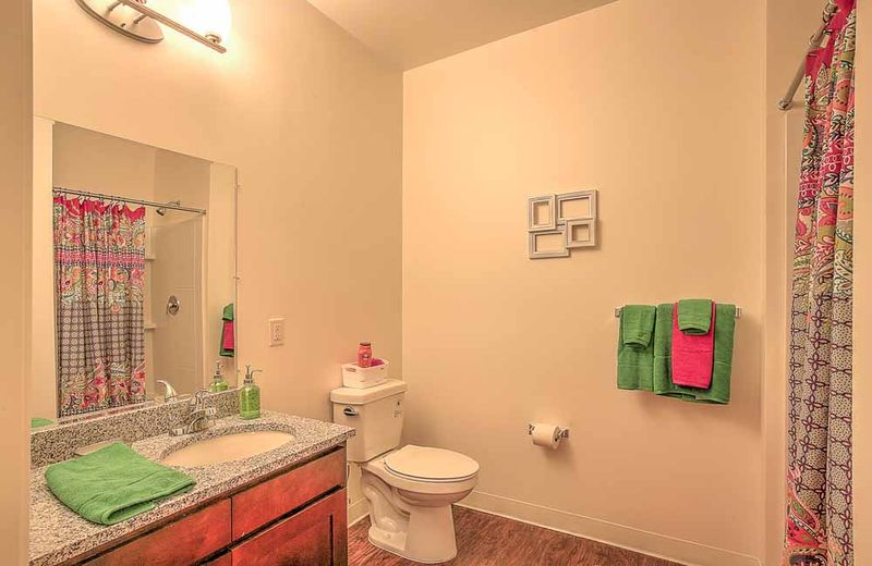 The-Flats-At-West-Village-Charlottesville-VR-Bathroom-Unilodgers