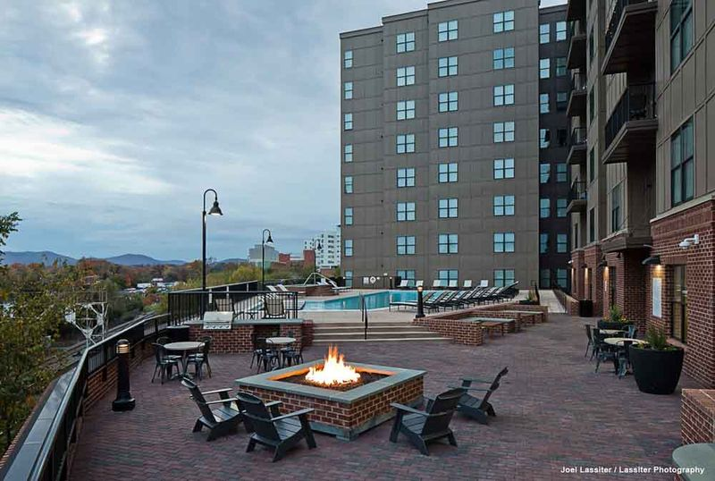 The-Flats-At-West-Village-Charlottesville-VR-Outdoor-Social-Space-1-Unilodgers