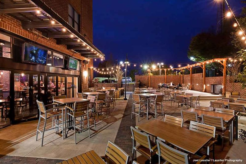 The-Flats-At-West-Village-Charlottesville-VR-Outdoor-Social-Space-Unilodgers