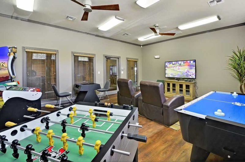 The-Heights-Of-Knoxville-TN-Games-Room-Unilodgers