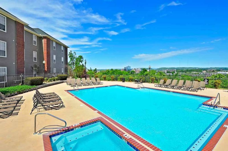 The-Heights-Of-Knoxville-TN-Swimming-Pool-2-Unilodgers