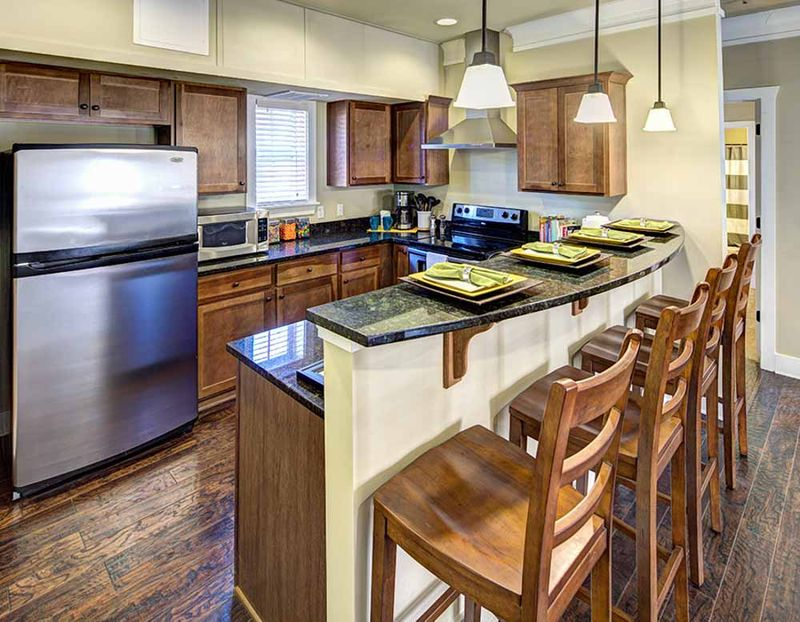 The-Lodges-At-777-Baton-Rouge-LA-Kitchen-With-Breakfast-Bar-Unilodgers