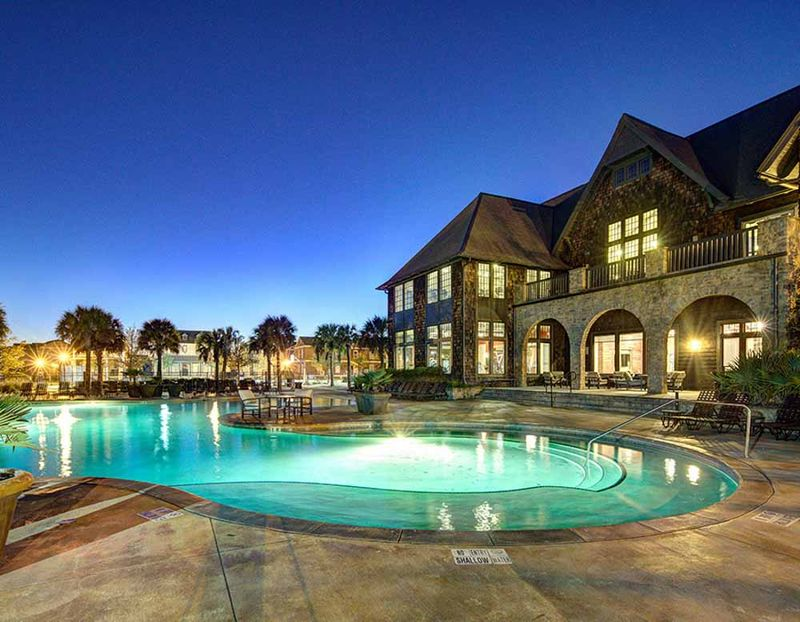 The-Lodges-At-777-Baton-Rouge-LA-Swimming-Pool-Unilodgers