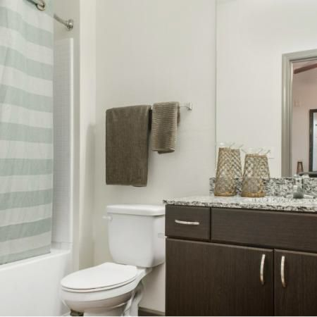 The-Luxe-on-West-Call-Tallahassee-FL-Bathroom-Unilodgers