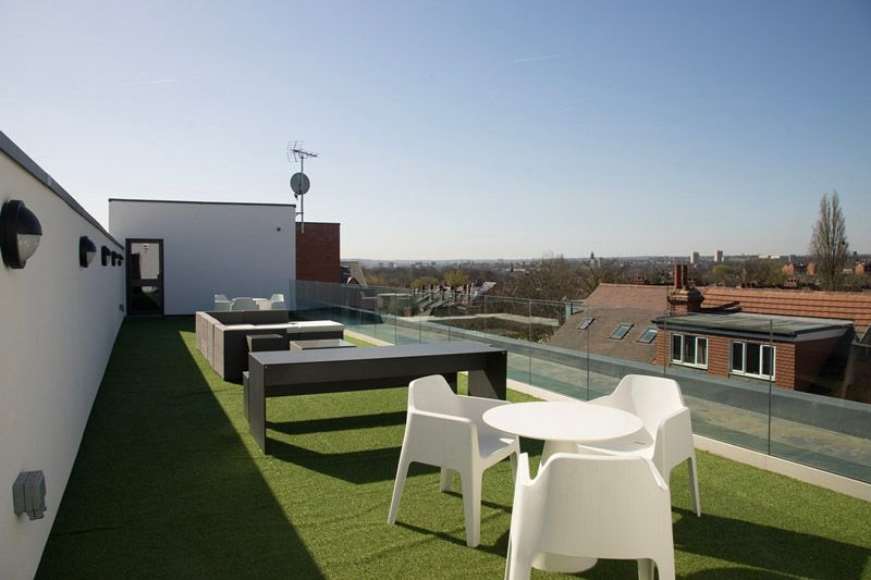 The-Pavilion-Leeds-Outdoor-Courtyard-Unilodgers