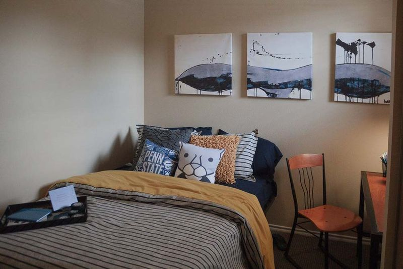 The-Pointe-State-College-PA-Bedroom-With-Study-Desk-Unilodgers