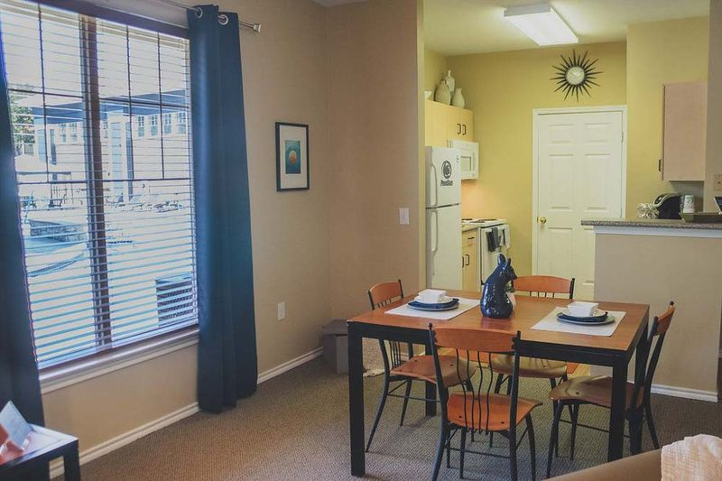 The-Pointe-State-College-PA-Kitchen-With-Dining-Table-Unilodgers
