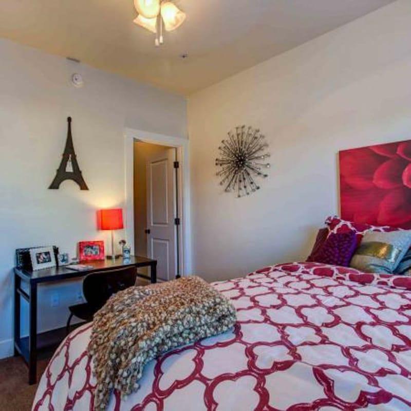 The-Retreat--Tucson-AZ-Bedroom-Unilodgers