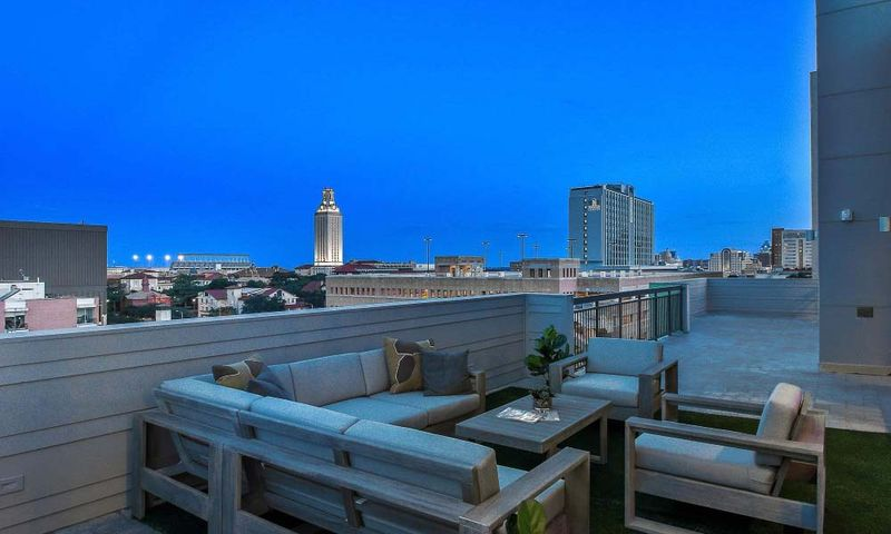 The-Ruckus-Austin-TX-Terrace-Unilodgers