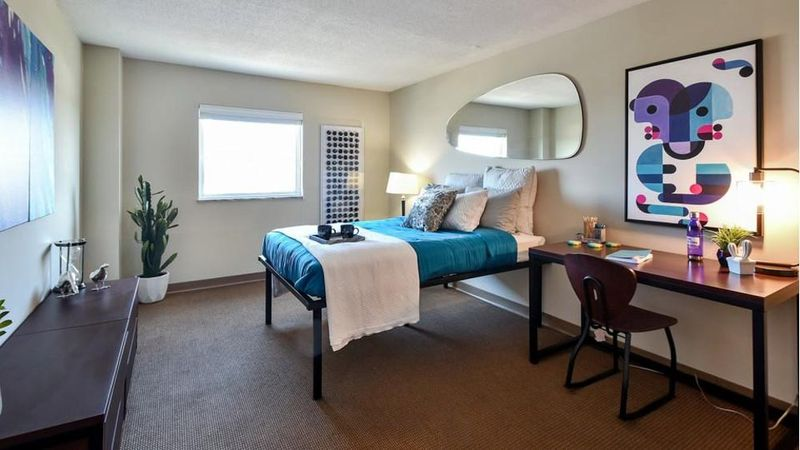 The-Social-Knoxville-TN-Bedroom-With-Study-Desk-Unilodgers