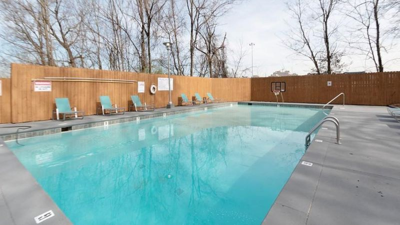 The-Social-Knoxville-TN-Swimming-Pool-Unilodgers