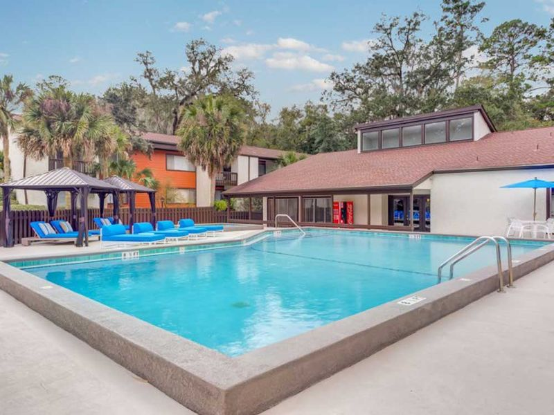 The-Social-Tallahassee-FL-Swimming-Pool-Unilodgers