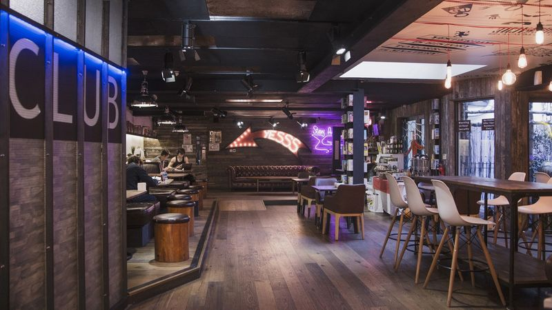 The-Stay-Club-Camden-London-Lobby-5-Unilodgers-1498828072