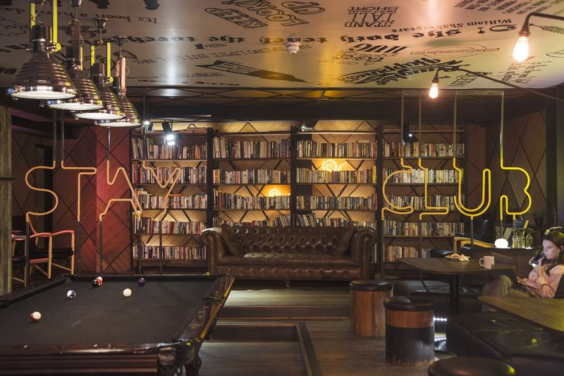 The-Stay-Club-Camden-London-Lobby-7-Unilodgers-1498828111