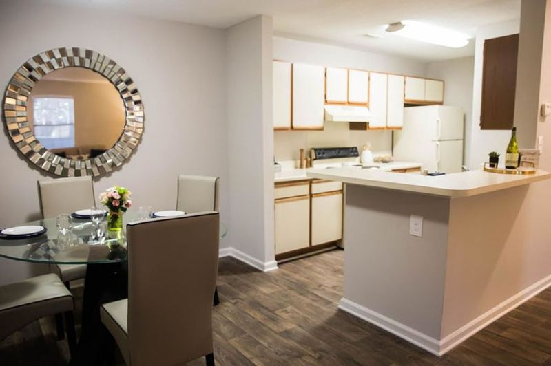 The-Whitley-Apartments-Central-SC-Dining-Table-Unilodgers