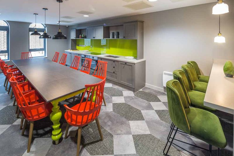 The-Fitzalan-Cardiff-Kitchen-Table-Unilodgers