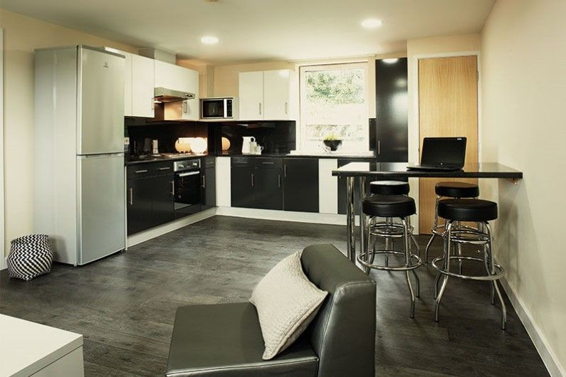 Ty-Willis-House-Bangor-Shared-Dining-Area-2-Unilodgers