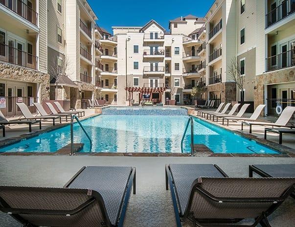 Vistas-San-Marcos-Poolside2-Unilodgers
