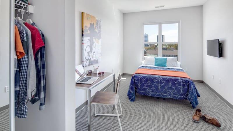 West-Quad-Champaign-IL-Bedroom-2-Unilodgers