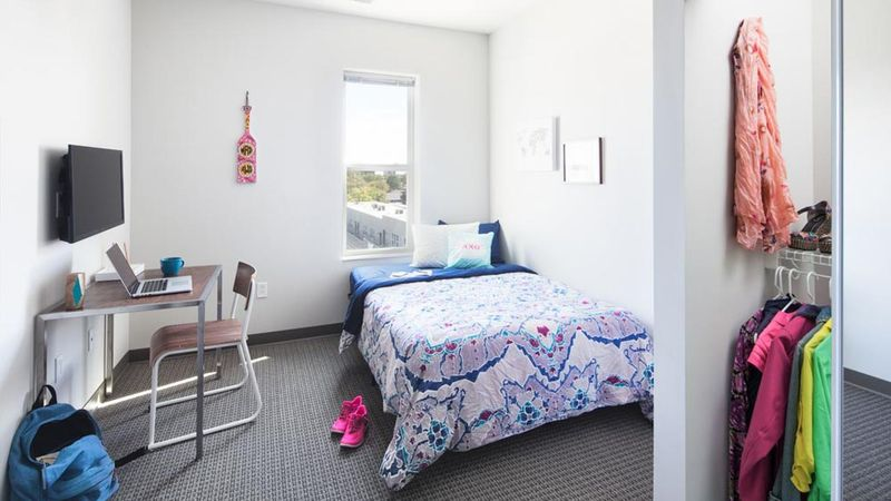 West-Quad-Champaign-IL-Bedroom-With-Study-Desk-Unilodgers