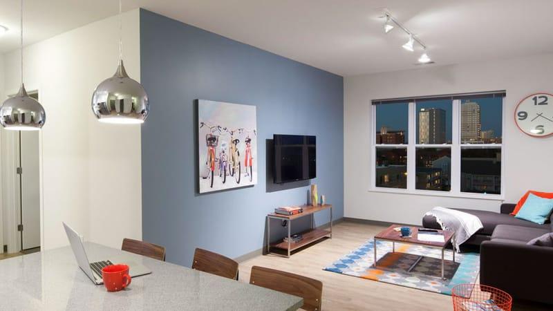 West-Quad-Champaign-IL-Living-Area-With-TV-Unilodgers