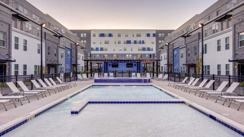 West-Quad-Champaign-IL-Swimming-Pool-Unilodgers