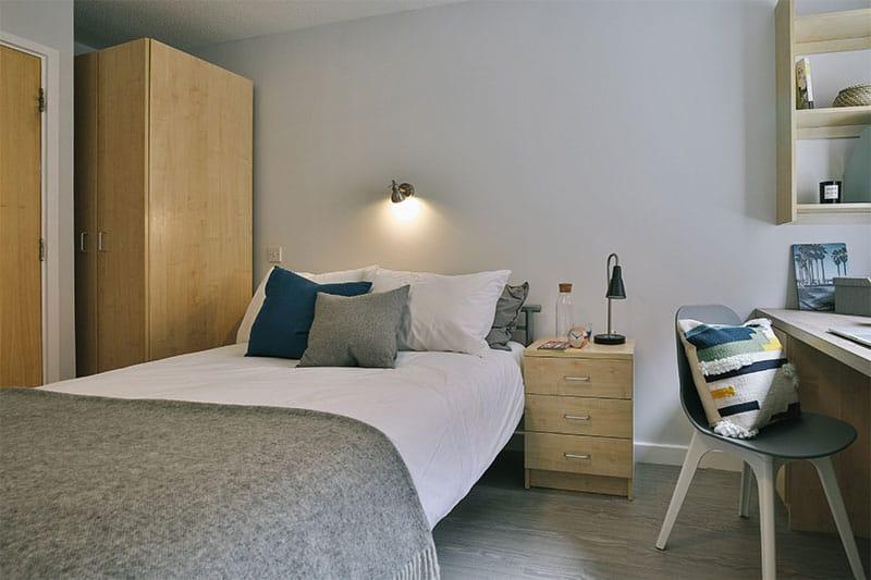 iQ-Wilmslow-Park-Manchester-Bedroom-2-Unilodgers