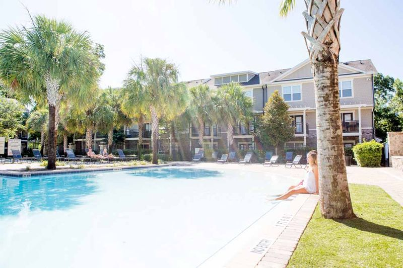 Woodlands-of-Gainesville-FL-Swimming-Pool-Unilodgers