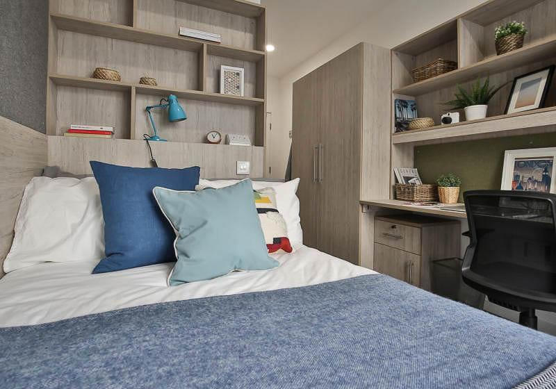 iQ-Bloomsbury-House-London-Silver-En-Suite-2-Unilodgers