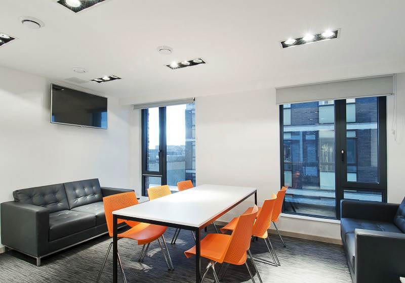 iQ-Bloomsbury-House-London-Silver-En-Suite-Living-Area-Unilodgers