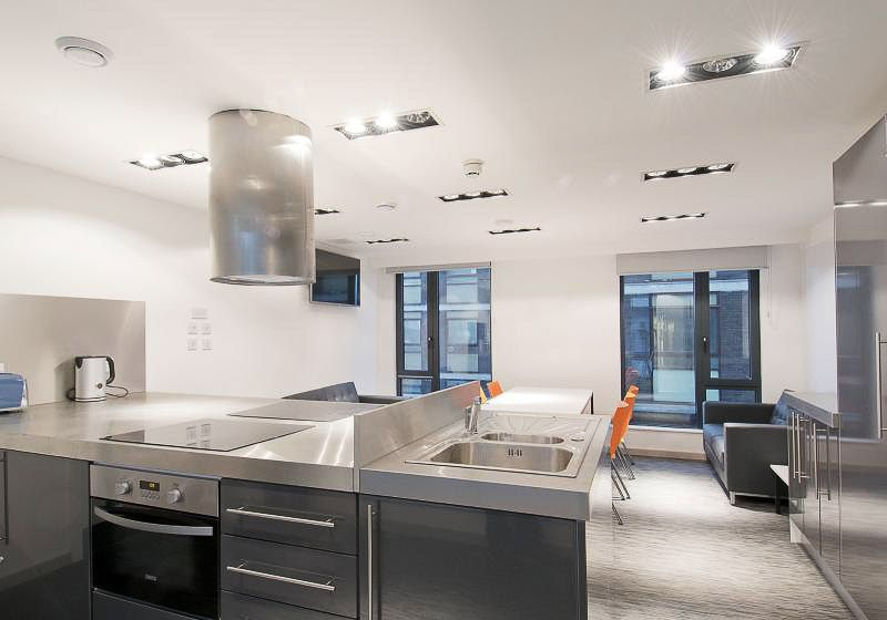 iQ-Bloomsbury-House-London-Silver-En-Suite-Shared-Kitchen-1-Unilodgers