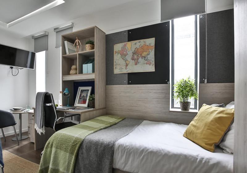 iQ-Bloomsbury-London-Bronze-Studio-2-Unilodgers