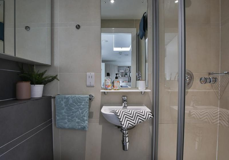 iQ-Bloomsbury-London-Bronze-Studio-Bathroom-Unilodgers