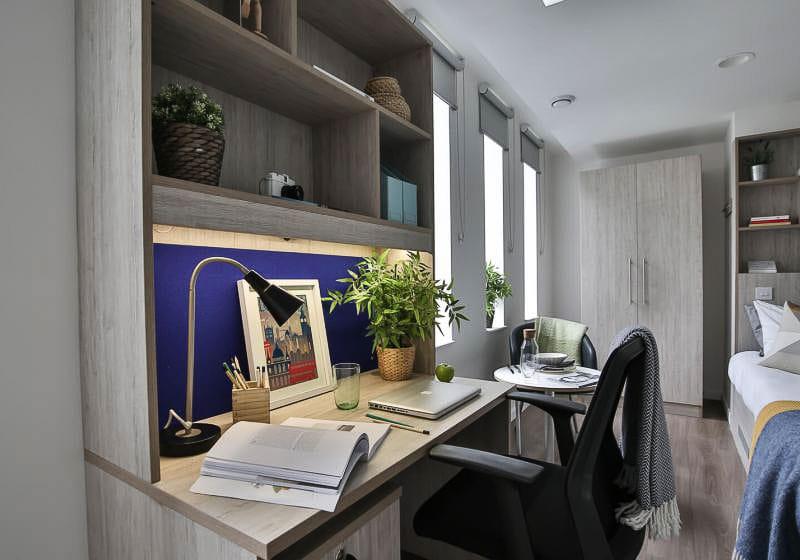 iQ-Bloomsbury-London-Bronze-Studio-Plus-4-Unilodgers