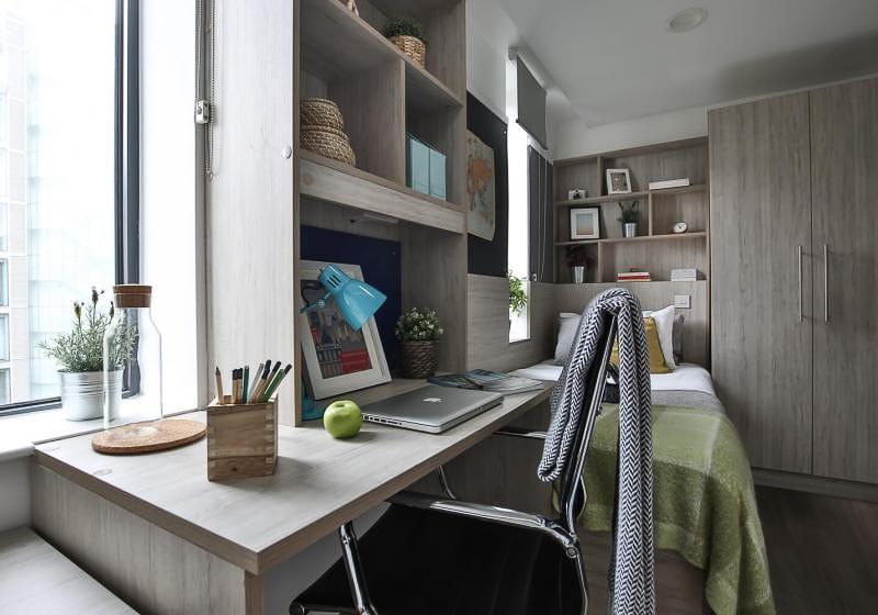 iQ-Bloomsbury-London-Bronze-Studio-Study-Desk-Unilodgers
