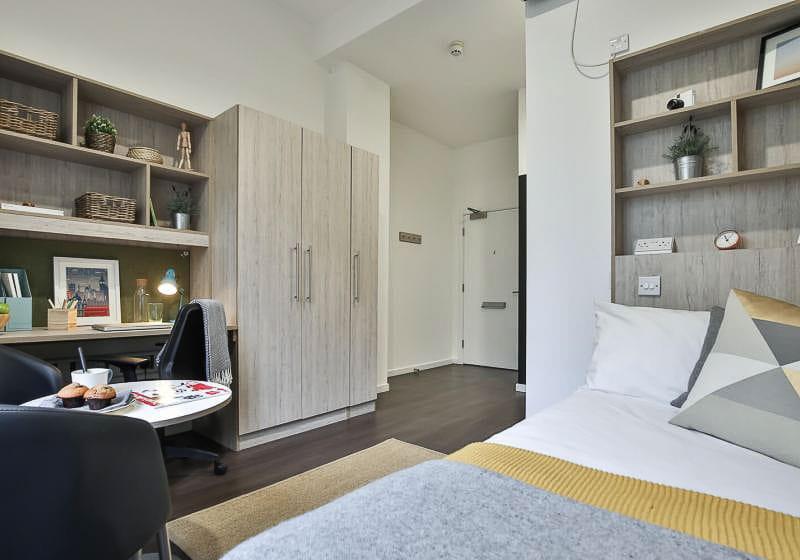 iQ-Bloomsbury-London-Gold-Studio-Plus-3-Unilodgers