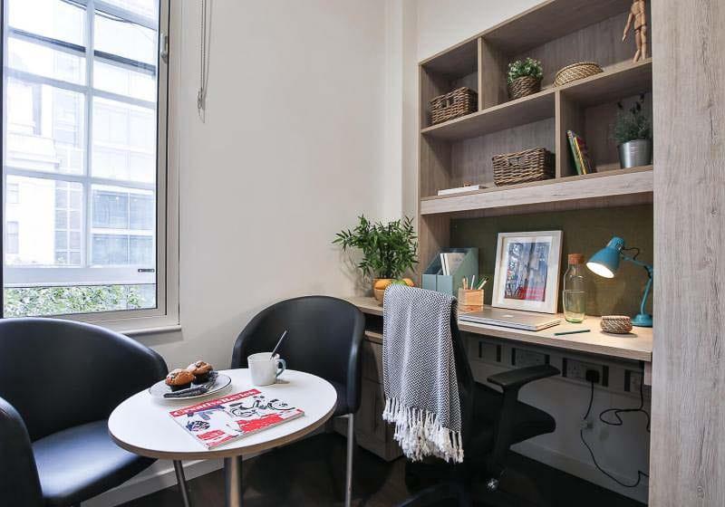 iQ-Bloomsbury-London-Gold-Studio-Plus-Study-Desk-Unilodgers