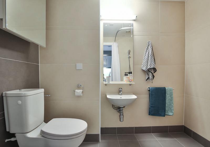 iQ-Bloomsbury-London-Platinum-Studio-Bathroom-1-Unilodgers